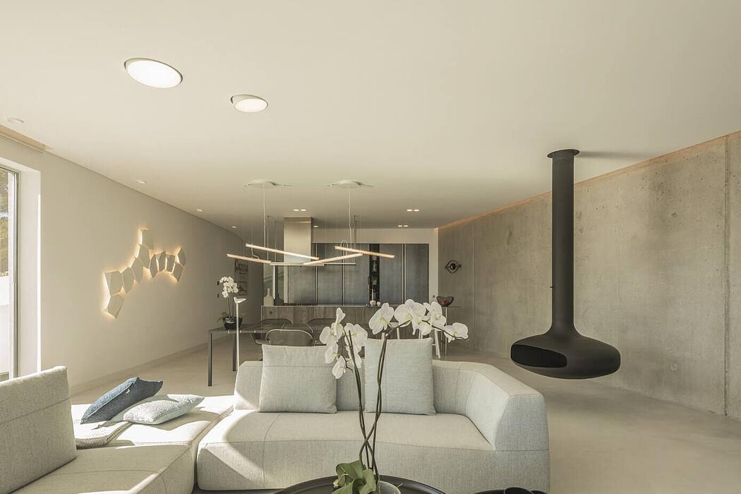 Dorfler House by Vitor Vilhena Architects